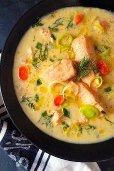 A heatthy keto and gluten-free fish soup or chowder ideal for cold days.Get this quick dinner recipe @easyanddelish!