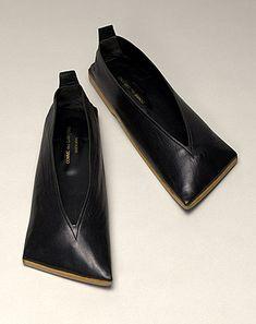 aki no waza — building-block: Comme des Garcons Rei Kawakubo, Zapatos Shoes, Shoes Sandals, Crazy Shoes, Me Too Shoes, Fashion Shoes, Fashion Accessories, Shoe Boots, Shoe Bag