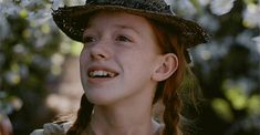 Anne Shirley (Anne, // almost cried several times in the first episode! This show is gonna kill me Anne Shirley, It Netflix, Netflix Series, Tv Series, Movies Showing, Movies And Tv Shows, Amybeth Mcnulty, Anne With An E, Haha