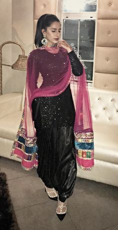 patiala suit for maiyan? Pakistani Bridal Dresses, Pakistani Dress Design, Pakistani Outfits, Indian Outfits, Indian Dresses, Patiala Suit Designs, Kurti Designs Party Wear, Salwar Designs, Black Patiala Suit