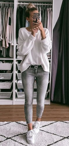 gray jeans and white sweater #spring #outfits Look Fashion, Fashion Mode, Spring Fashion, Winter Fashion, Fashion Images, Urban Fashion, Daily Fashion, Trendy Fashion, Everyday Fashion