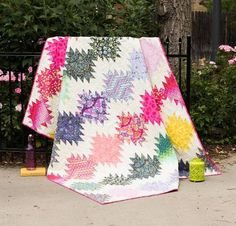 The Simply Eden Quilt Kit from Tula Pink is just heavenly! You'll receive a pattern and Tula Pink fabric to sew this radiant quilt top. Featuring Tula's signature hues and a range of eye-catching p...