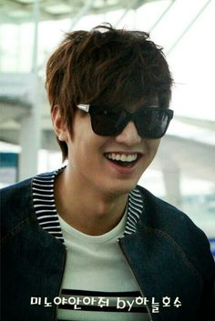 Brighten ur day with his smile.04.27.13(incheon airport to HK)