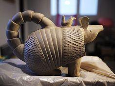 Arnulfo el armadillo teapot by Malota Pottery Teapots, Teapots And Cups, Ceramic Teapots, Ceramic Clay, Porcelain Ceramics, Ceramic Pottery, Teacups, China Porcelain, Pottery Animals
