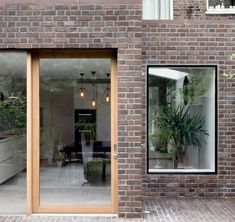 Kensington house extension by Architecture for London: a side return and rear extension of a Victorian home within a conservation area of North Kensington. House Extension Cost, Brick Extension, Side Return Extension, Glass Extension, Rear Extension, Cottage Extension, Extension Ideas, Timber Sliding Doors, Timber Door