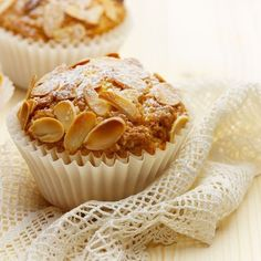 Almond muffins with frangipane – Ingredients: 200 g of almond powder … – The most beautiful recipes Tart Recipes, Vegan Recipes Easy, Dessert Recipes, Cupcake Recipes, Almond Muffins, Mini Muffins, Strawberry Desserts, Summer Desserts, Cupcakes