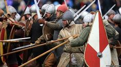 Enthusiasts re-enact the Battle of Hastings at the site of the most famous showdown in English history. Norman Knight, Norman Conquest, Roman Britain, Germanic Tribes, William The Conqueror, Arm Armor, Medieval Armor, Anglo Saxon, History Photos