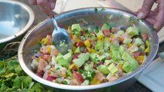 Klassisk peruansk rätt med rå fisk, lime och rå lök. Här gör Paul sin egen variant med mango, tomat och koriander. Ceviche, Mango, Lchf, Guacamole, Potato Salad, Salsa, Machu Picchu, Potatoes, Mexican