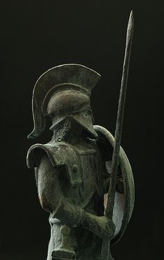 hoplite adalah tentara warga negara-kota Yunani kuno-negara. Hoplites terutama bersenjata seperti tombak-pria dan berjuang dalam formasi bar... Greek Soldier, Beauty And The Beast, Carving, The Incredibles, History, Wattpad, Historia, Wood Carvings, Sculptures