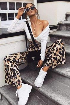 10 Cool Ways to Wear Leopard Print - This edgy fashion trend style tips is guaranteed to turn heads in 2020 celebrity style street style Street Style Fashion Week, Looks Street Style, Looks Style, Looks Cool, Look Fashion, Spring Fashion, Celebrity Street Fashion, High Fashion, Edgy Summer Fashion