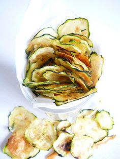 Cuketové chipsy Delicious Blog, Ratatouille, Finger Foods, A Table, Cucumber, Potato Salad, Zucchini, Snacks, Vegetables