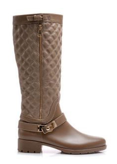 Quilted snow boots, gold decorative castle, a wide, flat heel Ladies and comfortable boots on the wide, flat heel. Styled as a modern officer's shoes. Model inflected quilted pattern. Along the lines of shoes gold zipper that is chic and elegant. https://cosmopolitus.eu/product-eng-41872-Quilted-snow-boots-gold-decorative-castle-a-wide-flat-heel.html #Women #flat #boots #autumn #winter #fashion #elegant #fashion #design #cheap #women