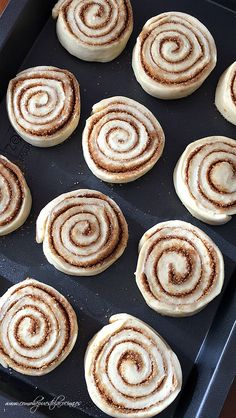 COMO-PREPARAR-CINNAMON-ROLLS Best Banana Bread, Pan Dulce, Doughnut, Muffins, Deserts, Food And Drink, Sweets, Cookies, Breakfast