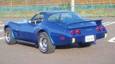 《NO.018》 ・ニックネーム 高平 ・メーカー名、車種、年式 chevrolet corvette coupe 1979 ・アピールポイント 日本では割とレアな79'vette。 ターボフード、リアスポ、サイドマフラーを装備し、60年代のペンスキー・レーシングチームを意識したカラーリングに仕上げました。内装は総張り替え、外装に合わせた派手な青黄ツートーンになっています。