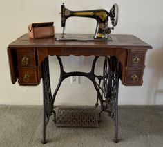 The Copycat Collector: COLLECTION #185: Vintage Singer Sewing Machine