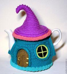 Pattern translation: Fairy House teapot cozy by Anya Kirdyasheva Knitting Magazine, Crochet Magazine, Crochet Food, Crochet Gifts, Amigurumi Patterns, Crochet Patterns, Tea Cosy Pattern, Crochet Fairy, Tea Cozy