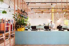 Barra chapada azulejo pequeño 10x10 azul turquesa. Techne Architects. Fonda Restaurant.