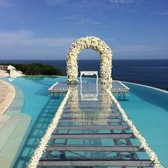 Four Tips For A Beautiful Beach Wedding. The soft sand, the bright sparkling water, and the sunset in the distance definitely make beaches one of the most romantic settings for a wedding. Wedding Aisles, Pool Wedding, Dream Wedding, Wedding Gazebo, Cancun Wedding, Santorini Wedding, Wedding Set, Wedding Flowers, Wedding Locations