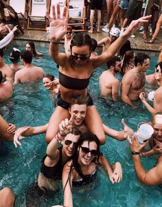 Bday pool party insta photo ideas, squad goals, make you feel, Cute Friend Pictures, Friend Photos, Cute Photos, Bff Pics, Summer Feeling, Summer Vibes, Cute Friends, Best Friends, Best Friend Fotos