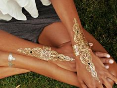These chic metallic temporary tattoos from #flashtattoos are not only gorgeous, they're #goodkarma.