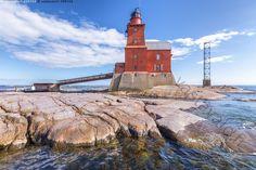 Kallbådanin majakka - Kallbådan Kallbådanin majakka Porkkalan Porkkala Itämeri meri Suomenlahti ulkomeri kallio selkeä sininen kirkas taivas pilvi pilviä aurinkoinen päivä merilevä levä