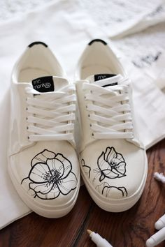 Painted Canvas Shoes, Custom Painted Shoes, Painted Sneakers, Hand Painted Shoes, Custom Shoes, Sharpie Shoes, Diy Sharpie, Sneakers Fashion, Fashion Shoes
