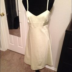 Banana Republic Stretch Lime Green Dress - Size 8 Classic styling. Mid calf length. Zipper back with hook and eye closure. Smoke free home. Banana Republic Dresses Midi