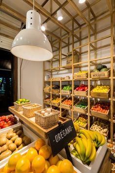 Supermarket design, fruit shop и vegetable shop. Juice Bar Interior, Vegetable Shop, Farm Store, Fruit Shop, Fruit Stands, Fresh Market, Fruit And Veg, Restaurant Design, Organic Recipes