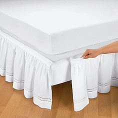 Detachable bedskirt