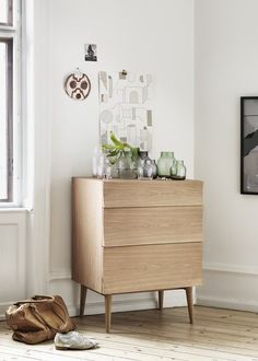 Une commode en bois / Scandinavian Home / Bedroom Rangement chambre / Commode Reflect Muuto