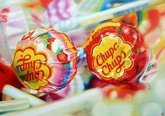 Good old childhood Chupa Chups. Sarah Graham Artist, Sweet Drawings, Hyper Realistic Paintings, Realism Art, Photorealism, Pick And Mix, Painting Inspiration, Colored Pencils, Gcse Art