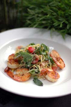 Pomelo & green mango salad with grilled prawns | heneedsfood.com