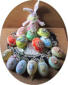 Kathy's Victorian Tatted Lace: Easter's On Its Way ... gorgeous display of easter eggs decorated with tatted motifs & other embellishments
