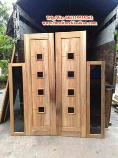 spesifikasi 1 pintu jati minimalis terpopuler, desain kusen pintu jati kupu tarung, deskripsi pintu rumah jati ukir, ahli pintu jendela jati minimalis, spesialis pintu rumah kupu tarung berbagai model serta ukuran. Wooden Main Door Design, Room Door Design, Kitchen Room Design, Grey Front Doors, Wooden Front Doors, Entrance Doors, Door Entryway, Living Room Sofa Design, Room Doors