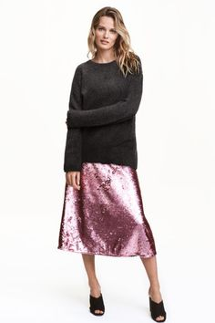 Add a bold flash of shimmering pink to your party look in this pastel pink sequinned midi skirt. Team it with khaki knitwear for a cool off-duty look. Pleated Skirt, Lace Skirt, Midi Skirt, Sequin Skirt, Evening Outfits, Looks Style, Everyday Fashion, Dress Outfits, Pink Ladies