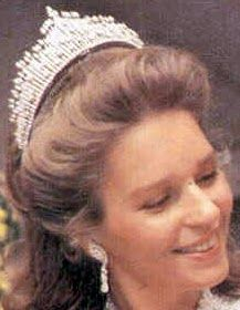 Tiara Mania: Diamond Sunburst Tiara worn by Queen Noor of Jordan Royal Crowns, Royal Tiaras, Tiaras And Crowns, Reina Noor, Queen Noor, Jordan Royal Family, Cartier, Zeina, Royal Jewelry