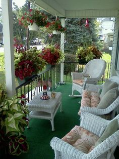 30 cozy front porch design and decor ideas for you asap 33 « Home Decoration Porch And Balcony, Home Porch, House With Porch, Porch Swing, Cottage Porch, Outdoor Balcony, Balcony Garden, Veranda Design, Terrasse Design