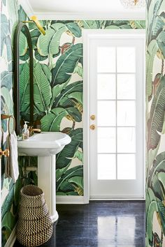 Small power room with tropical wallpaper and woven basket // beautiful home decor idea inspiration