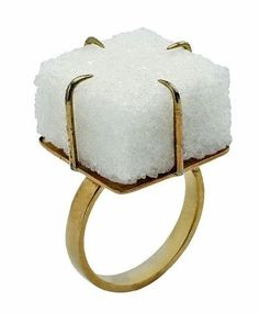 Meret OPPENHEIM, Ring with sugar cube, 1936-1937.