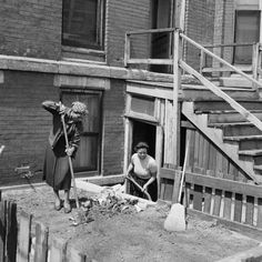 Women cleaning in front of a tenement house, Chicago, Fritz Goro—Time & Life Pictures/Getty Images American Photo, Life Pictures, Art Pictures, Chicago City, My Kind Of Town, Art Institute Of Chicago, Urban Life, Slums, African American History