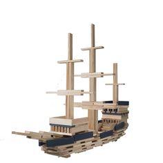 Bouw een boot met #Kapla bouwblokken. Uren speelplezier verzekerd! #creativiteit #houtenspeelgoed