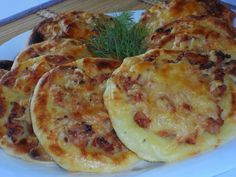 Potato cakes with chicken Ingredients: For potato cheesecake: - half a kilo of potatoes - 1 egg - teaspoon of salt - 2 tablespoons flour Good Food, Yummy Food, Potato Cakes, How To Cook Potatoes, Russian Recipes, Quiches, International Recipes, Food Photo, Food To Make