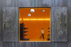 Phyd Arquitectura, Fernando Guerra / FG+SG · Renova Store and Theatre Architecture Office, Light Architecture, Contemporary Architecture, Mini Clubman, Office Interiors, Wall Lights, Exterior, Interior Design, Store