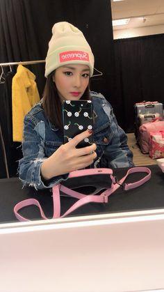 Kpop Girl Groups, Kpop Girls, 2ne1 Dara, Sandara Park, Only Girl, Kpop Fashion, New Pins, Role Models, Queens