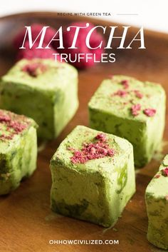 Matcha is the most popular hot drink nowadays. Are you a fan of matcha? Which matcha brand do you drink? Here you have 5 best matcha tea brands. Green Tea Dessert, Matcha Dessert, Matcha Cake, Green Desserts, Fudge, Matcha Powder Recipes, Tee Sandwiches, Green Tea Recipes, Dried Raspberries
