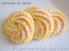 biscuits with honey Italian Cookie Recipes, Italian Cookies, Italian Desserts, Mini Desserts, Cookie Desserts, Biscotti Biscuits, Biscotti Cookies, Italian Pastries, Cookie Crumbs