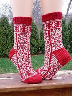 Knitting- Do you want to build a snow man? socks (free pattern) fingering
