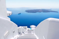 The unquestionable Mediterranean charm of the island of Santorini ...