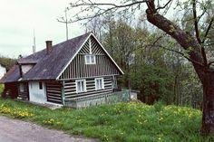 Roubenka - zde jsou přesahy střechy běžné