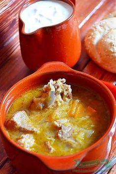 Supa de Varza Acra Soup Recipes, Dinner Recipes, Cooking Recipes, Healthy Recipes, Romanian Food, Lebanese Recipes, Hungarian Recipes, Warm Food, Desert Recipes